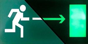 Фотолюминесцентный эвакуационный знак выход направо ФЭС E03