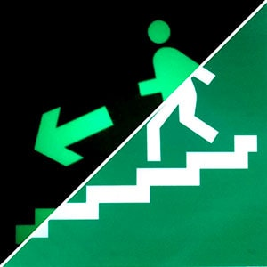 Знак эвакуации Направление к эвакуационному выходу по лестнице вниз левосторонний  E 14
