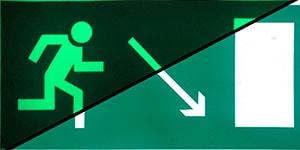 Знак эвакуации Направление к эвакуационному выходу направо вниз E 07