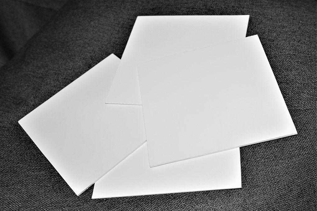 Накатка макета фотолюминесцентного плана эвакуации на пластик